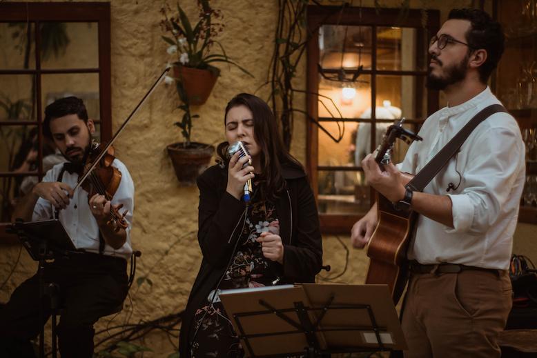 Trio Voz Violão Violino Cajon Mari e Gu