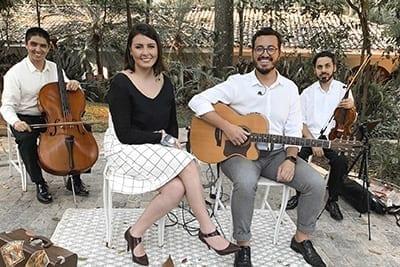 Quarteto Voz Violão Violino Cajon Mari e Gu
